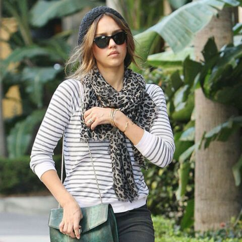 Shopping mode – Jessica Alba