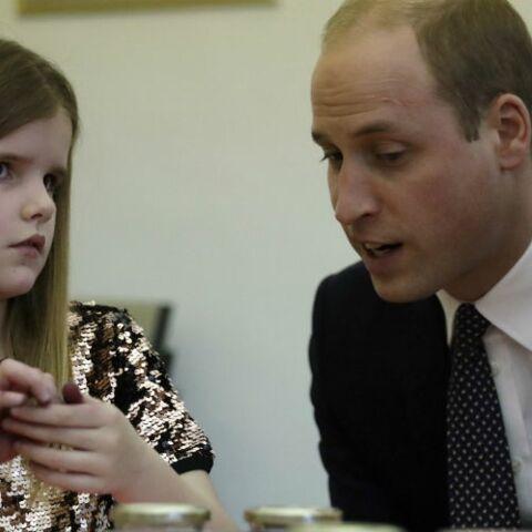 VIDEO – Le Prince William, qui a vécu le deuil très jeune, console une orpheline de père