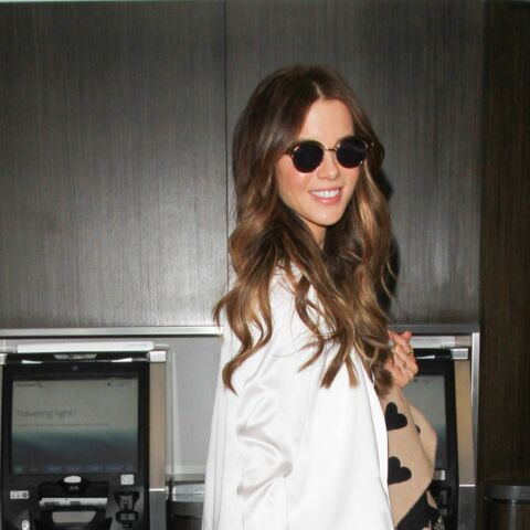 Kate Beckinsale se pavane en pénis gonflable