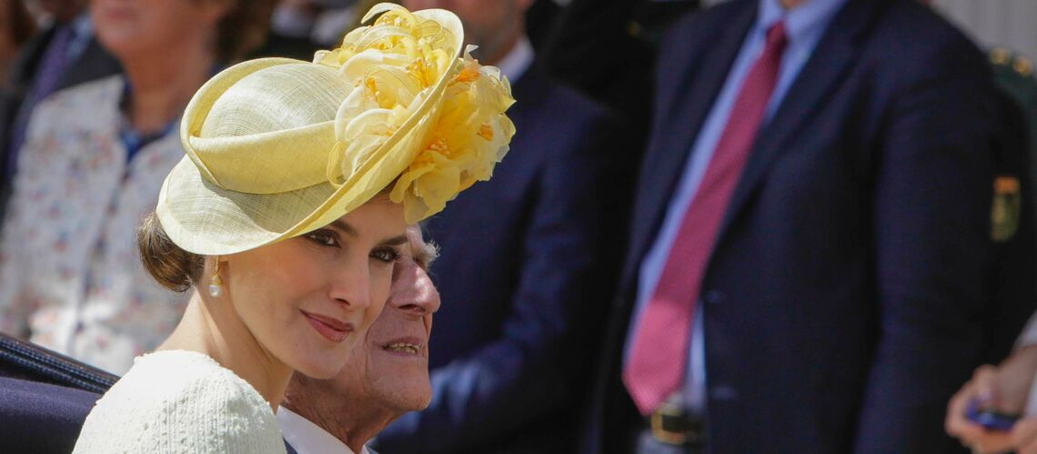 PHOTOS – Letizia d'Espagne: chignon et bibi royal pour rencontrer la reine Elisabeth II