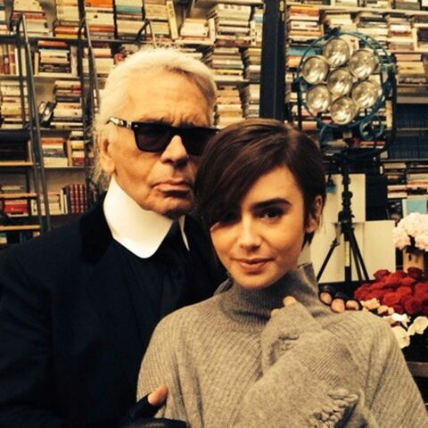 Lily Collins en petit pull pour Karl Lagerfeld
