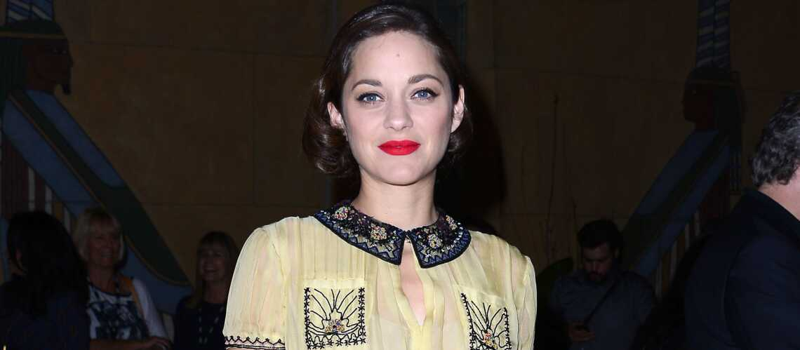 marion cotillard en tenue d eve pour un maga zine russe gala. Black Bedroom Furniture Sets. Home Design Ideas