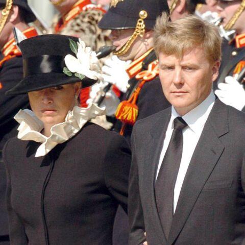 Endeuillés, le roi Willem-Alexander et Maxima rentrent à La Haye