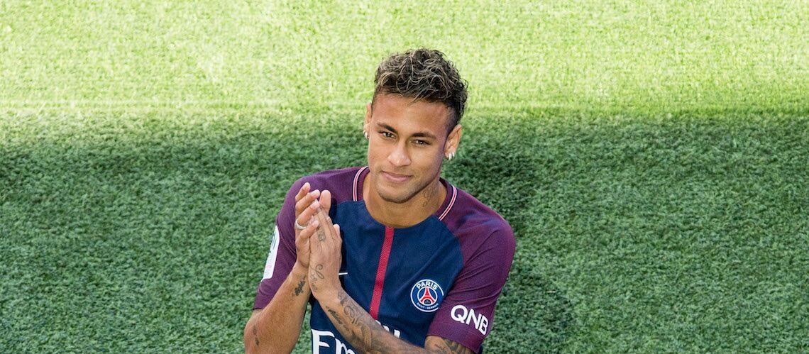 PHOTOS – Neymar Jr fait ses débuts au PSG: Qui sont les femmes de sa vie?