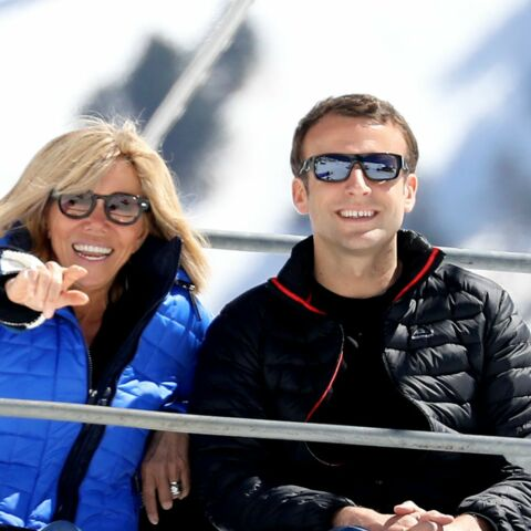 PHOTOS – Emmanuel et Brigitte Macron font du ski, la photo qui amuse les internautes