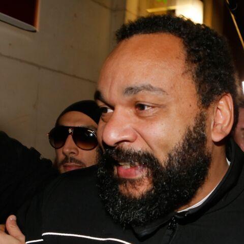 Dieudonné condamné à de la prison avec sursis pour violence avec arme