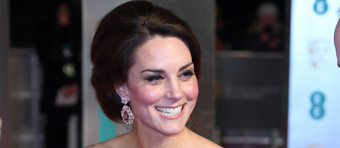 PHOTOS – Kate Middleton, star du tapis rouge: son chignon royal aux BAFTA awards
