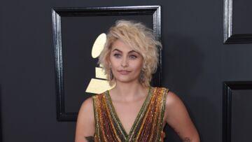 PHOTOS – Paris Jackson arbore la crinière blonde aux Grammys