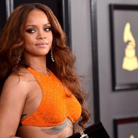 VIDEO – Rihanna, surprise en train de boire une flasque d'alcool en pleine cérémonie des Grammy awards