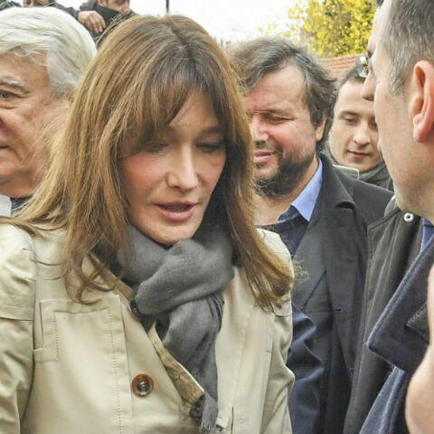 PHOTO – Carla Bruni, toujours aussi triste 20 ans après la mort de Gianni Versace, elle rend hommage au couturier