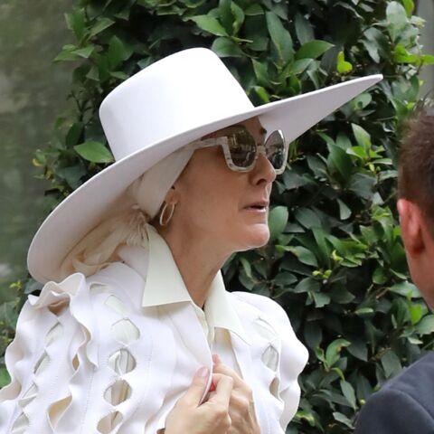 PHOTOS – Céline Dion surprend à nouveau avec un look très atypique tout en blanc