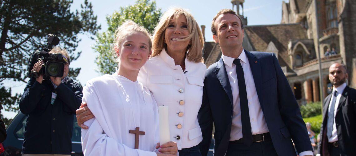 On sait enfin pourquoi Emmanuel et Brigitte Macron ont posé au Touquet avec des communiants en aube blanche