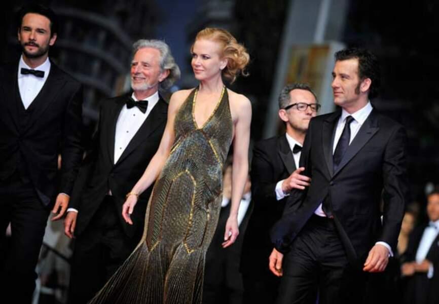 Nicole Kidman rayonne sur le 65e tapis rouge cannois dans sa somptueuse robe moulante Ralph Lauren