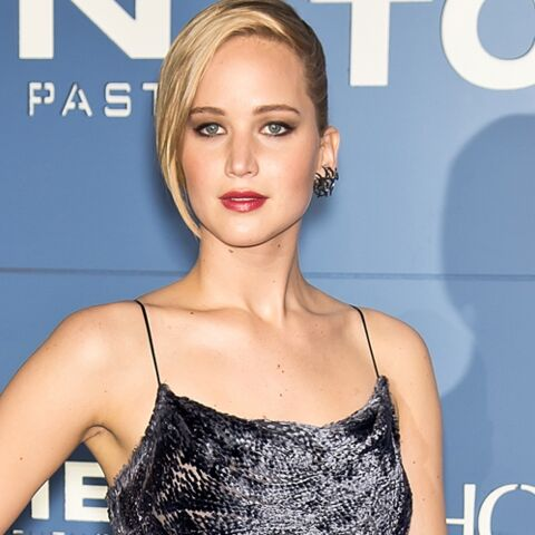 Jennifer Lawrence ose la robe en velours
