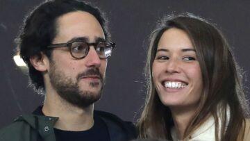 PHOTOS – Thomas Hollande et sa compagne Emilie Broussouloux câlins et souriants malgré la défaite des bleus au rugby