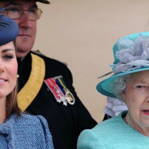 Photo – Elisabeth II joue les chauffeurs pour Kate Middleton