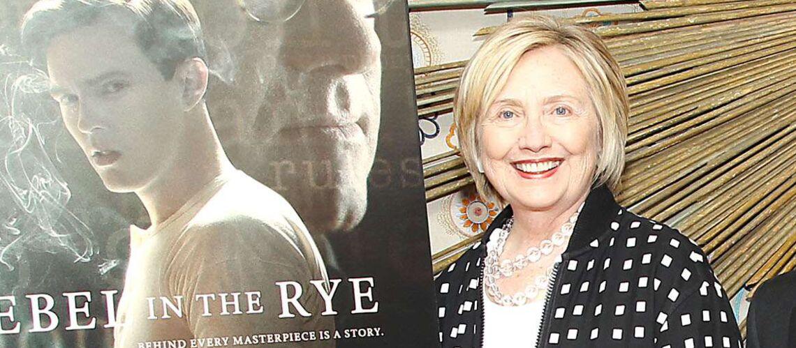 PHOTOS – Hillary Clinton: elle ose une tenue qui mélange quatre motifs et frôle le fashion faux-pas