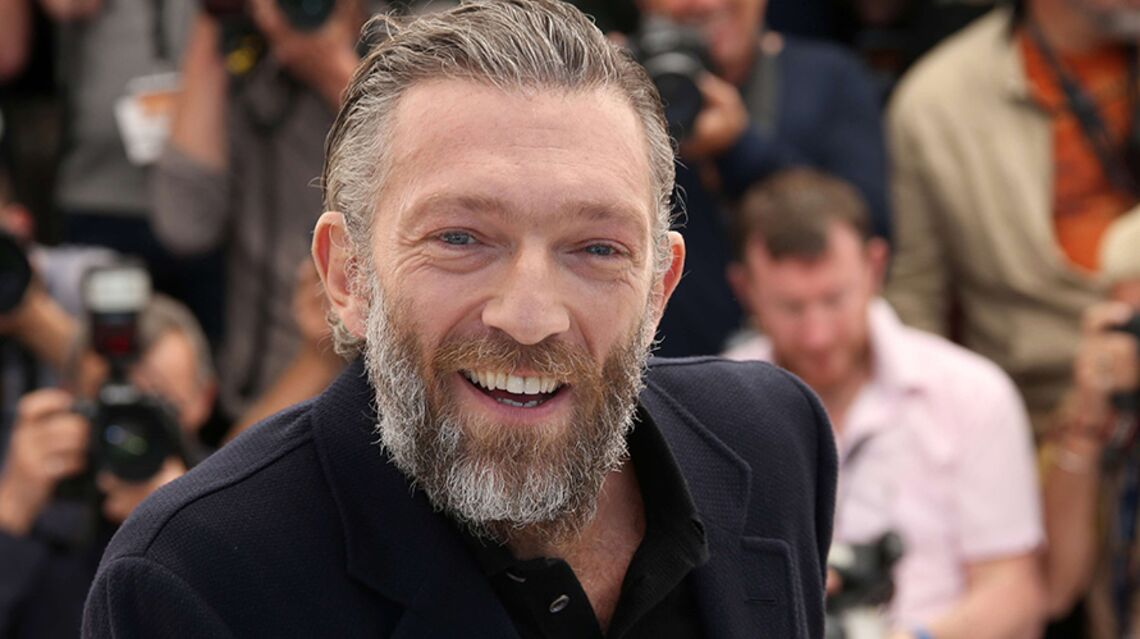 VIDEO – Vincent Cassel change radi­ca­le­ment de look