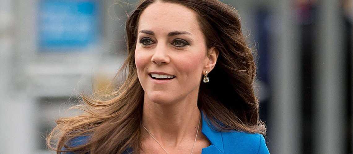 Kate, glamour en robe LK Bennett pour The Art Room