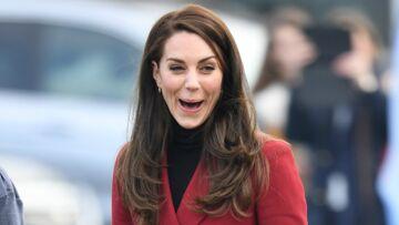 PHOTOS – Kate Middleton, en tenue d'inspiration militaire, très en forme lors de sa visite à la royal air force