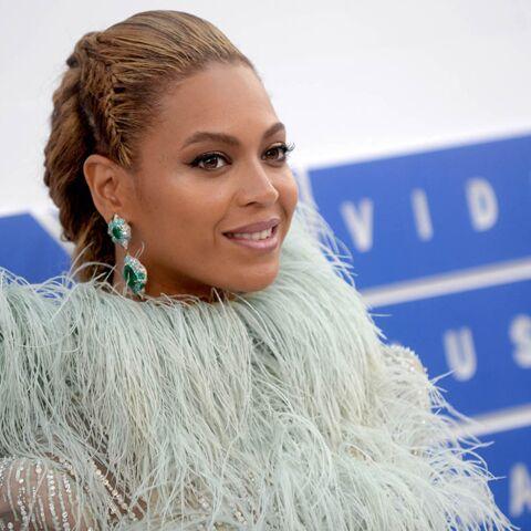 Le grand jour pour Beyoncé? Les fans surveillent l'hôpital où elle pourrait donner naissance aux jumeaux