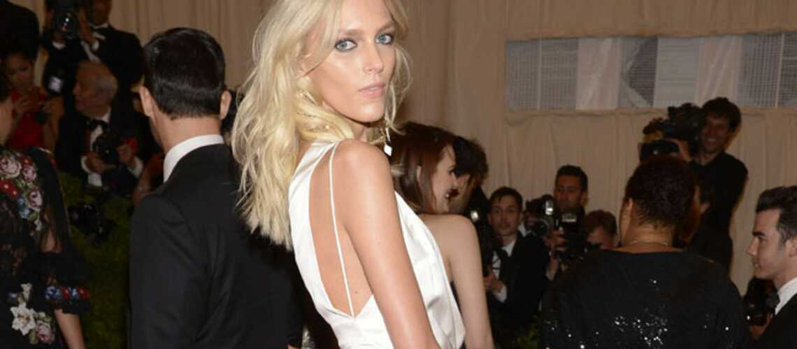 Anja Rubik, Angelina Jolie se fendent de la jupe fendue