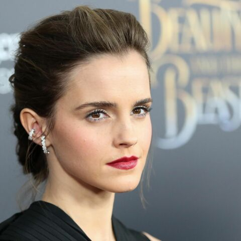 PHOTOS – Emma Watson, chignon rock et bouche incendiaire à New York