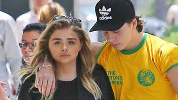 VIDEO – Le fils de David et Victoria Beckham, Brooklyn, très amoureux de sa petite amie Chloé Grace Moretz