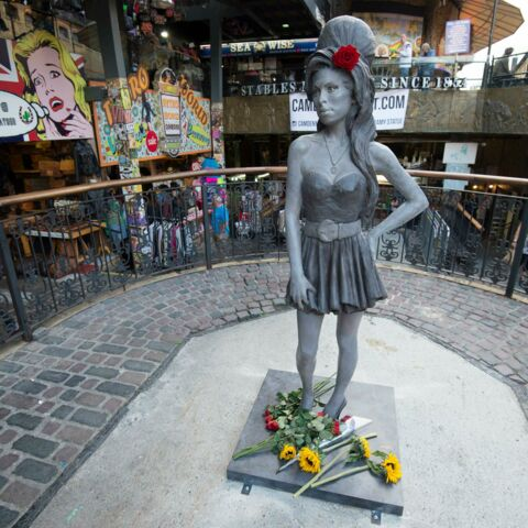 Photos- Une statue d'Amy Winehouse inaugurée à Camden