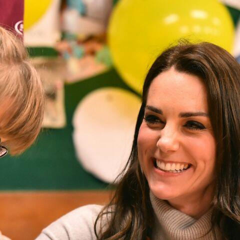 PHOTOS- Kate Middleton, «jeannette» d'un jour auprès d'enfants scouts
