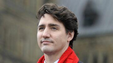 PHOTOS – Justin Trudeau embrasse amoureusement sa femme lors d'un discours
