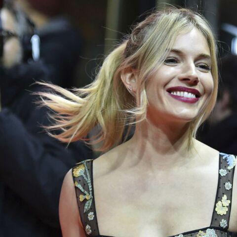 PHOTOS – Sienna Miller: sa bouche rouge et gourmande sur le tapis rouge de la Berlinale