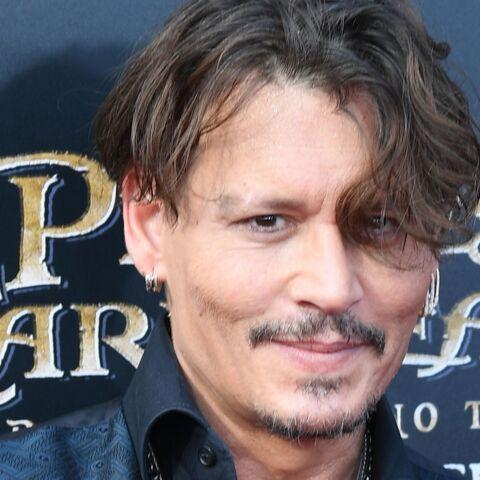 Surprise! Johnny Depp retrouve ses fans parisiens… pour faire cesser les rumeurs sur sa santé?