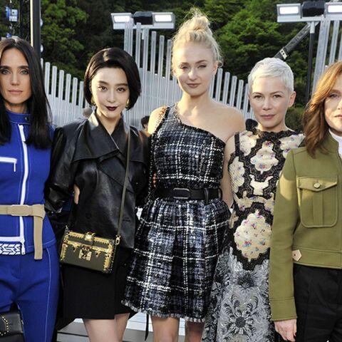 PHOTOS – Isabelle Huppert, Marina Foïs, Michelle Williams… toutes au défilé Croisière Louis Vuitton 2018