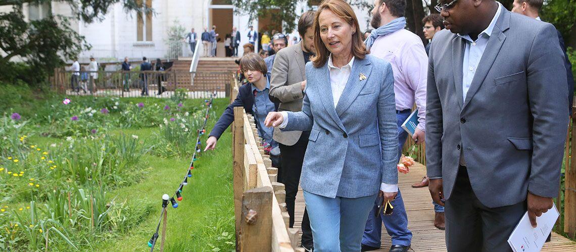 PHOTOS – Ségolène Royal cool en jean avant de rendre les clés de son ministère