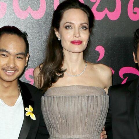 PHOTOS – Angelina Jolie: superbe en robe bustier de bal entourée de ses six enfants