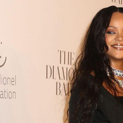 PHOTOS – Rihanna sort le grand jeu en robe noire chic et sexy pour son gala de charité à New York