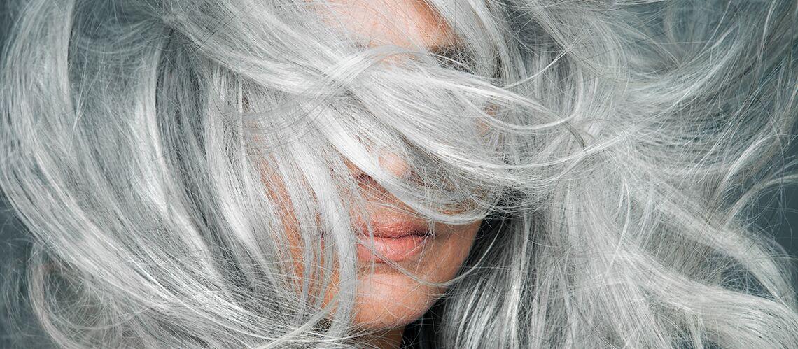 Coiffure originale cheveux gris