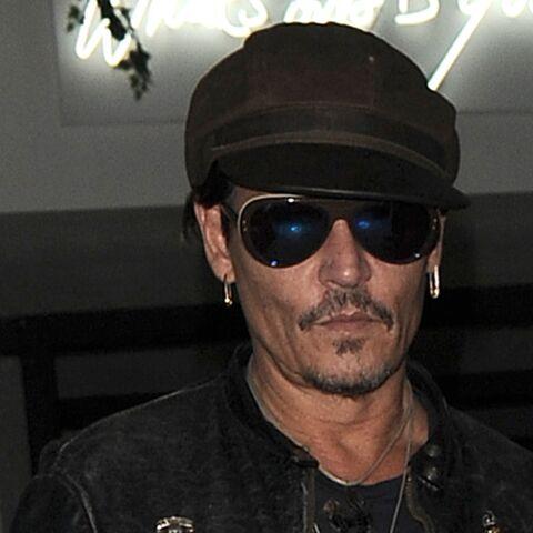 PHOTOS – Johnny Depp, déguisé en Jack Sparrow, fait le bonheur d'enfants malades à l'hôpital