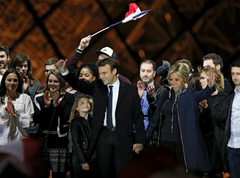 Emmanuel Macron en famille au Louvre le 7 mai 2017
