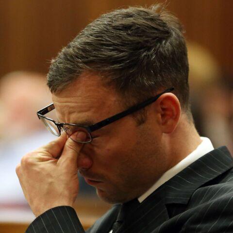 Oscar Pistorius et le père de Reeva Steenkamp en pleurs