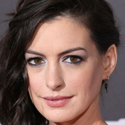 Enceinte, Anne Hathaway chute sur un plateau de tournage