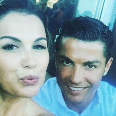 Photos – La grande soeur de Cristiano Ronaldo, Katia Aveiro, pose en maillot très sexy