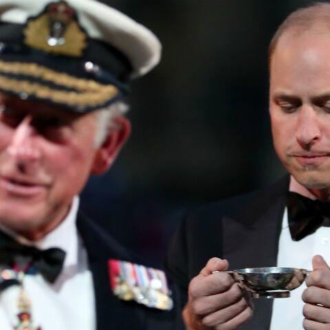 PHOTO – Quand le prince William se force à boire alors qu'il n'aime pas cela