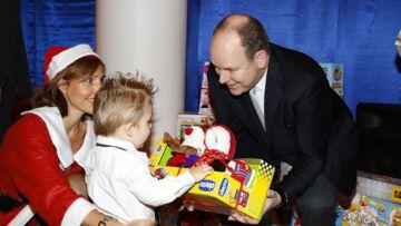 Photos- Le prince Albert s'improvise père Noël