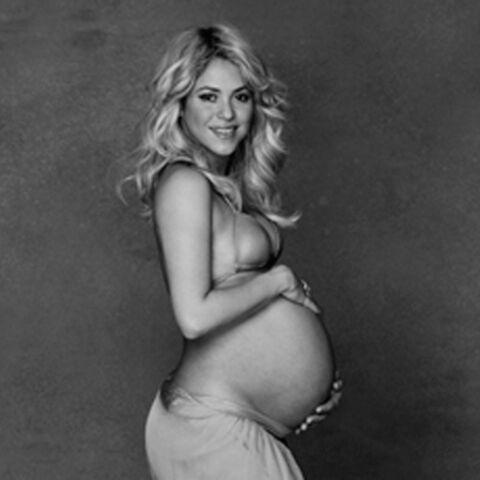 Shakira pose enceinte et très sexy