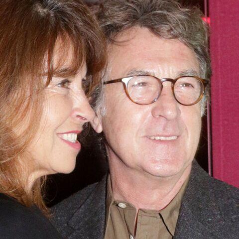 PHOTOS – François Cluzet et sa femme Narjiss, tendres et amoureux en Grèce
