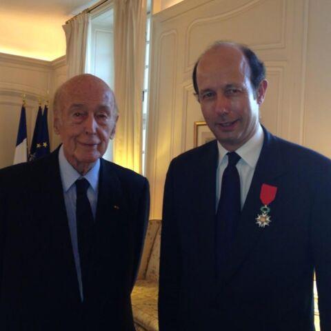 Valéry Giscard d'Estaing décore son fils
