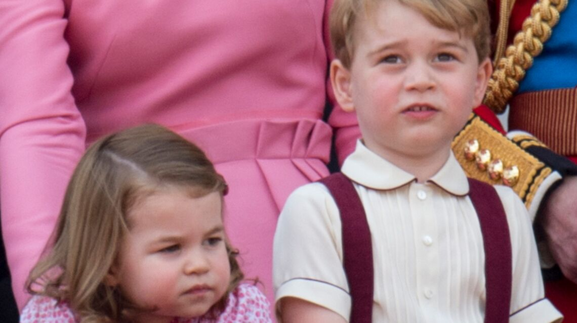 VIDEO – George et Char­lotte volent la vedette au prince William et Kate Midd­le­ton à leur arri­vée en Pologne