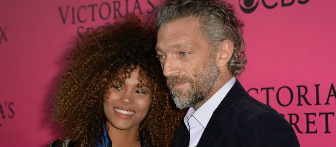 photo vincent cassel et sa ch rie tina kunakey au lit pour un selfie torride gala. Black Bedroom Furniture Sets. Home Design Ideas